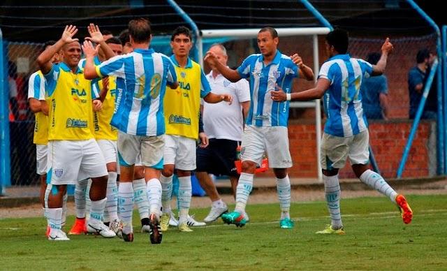 Com 2 gols de André Lima, Avaí vence em casa e respira no Quadrangular.