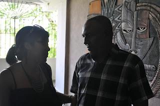 Mi papá y yo durante mi discusión de tesis de grado