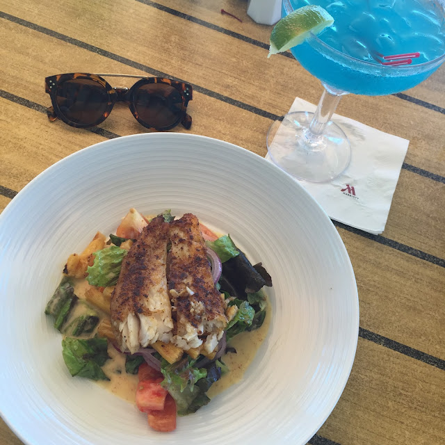 caribbean salad with blackened fish