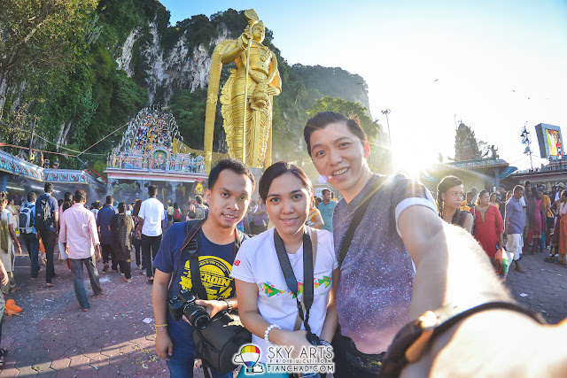 A #TCselfie with Batu Caves and holy statue @ Thaipusam Batu Caves