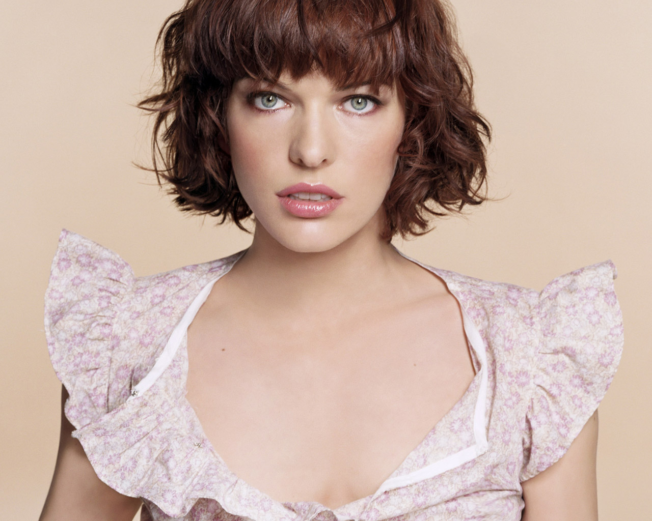 The Mirror Mila Jovovich Hd Photo Gallery