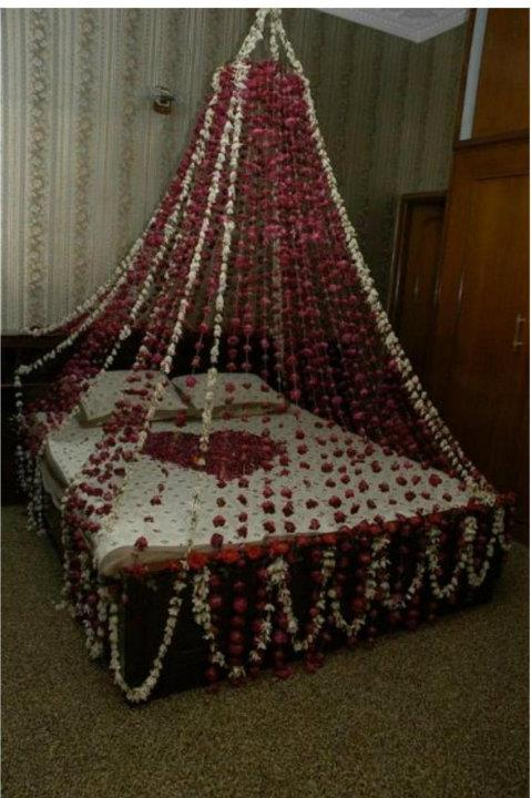 Bride groom wedding room decoration bedroom decoration for Bed decoration with net