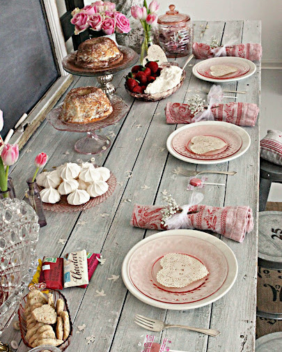 Valentine's Day Picnic | How to set the table in a vintage way