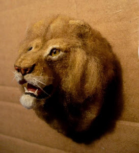 Lion head mount