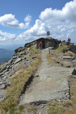 pietrosul-rodnei-peak-hike-refuge