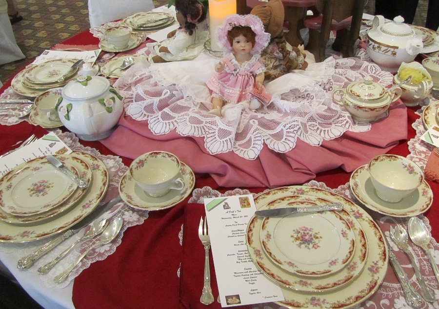 Quilts color a spring tea party with some favorite dolls for Beautiful table settings for spring