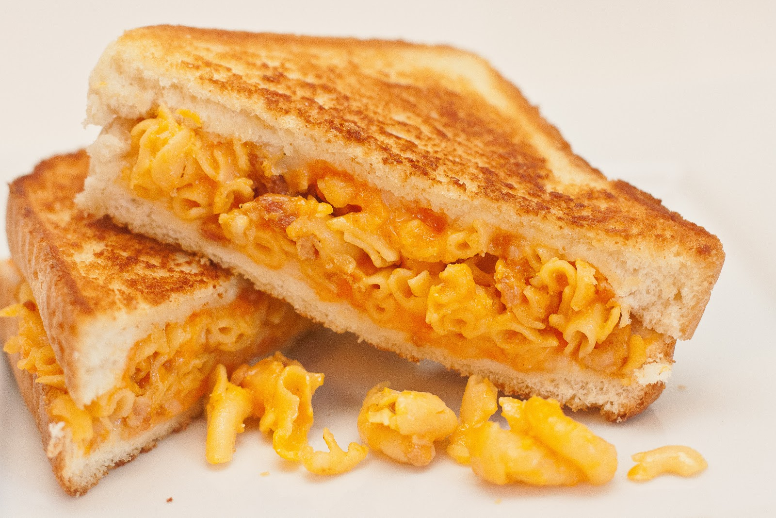 food.music.life.: Grilled Mac and Cheese Sandwiches