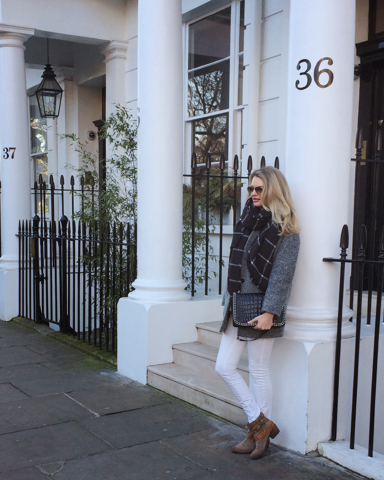 window pane print scarf, maxi scarf, blanket scarf, white jeans, beige boots, zara flap bag croco, fashion blogger, london, london street style, london blogger
