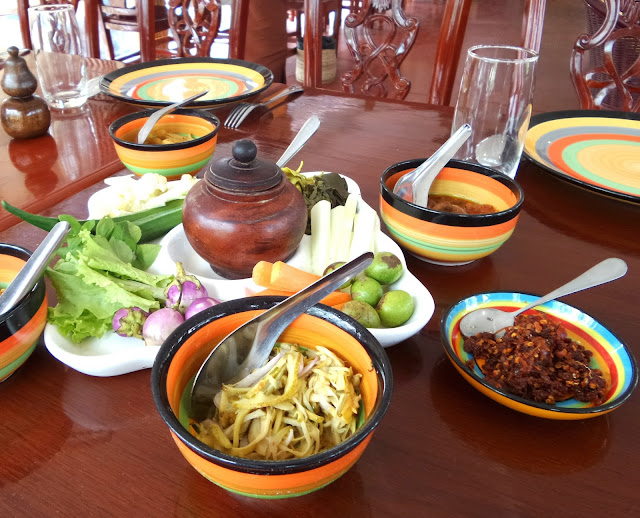 Avventure nel Mondo - Dolce Burma - ristorante Mingalabar - Mandalay