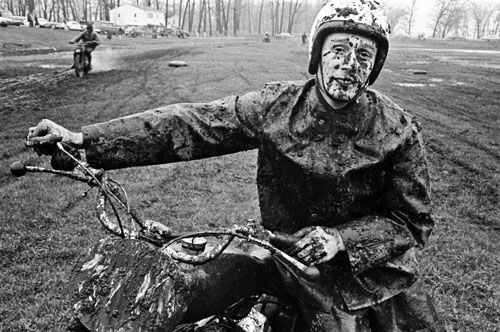 masters of photography : Danny Lyon : photo of muddy chopper rider