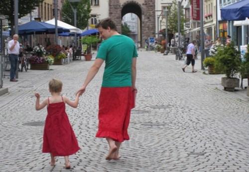 Pai apoia filho que gosta de usar vestidos