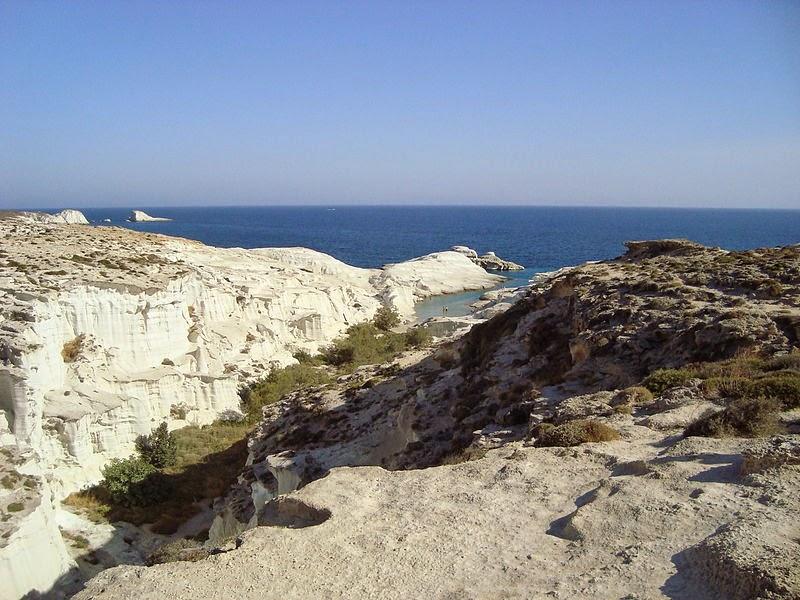 Саракинико, пляж на севере острова Милос