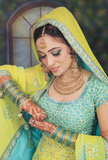 Indian Fashion Trends: Comparison between Indian &#038; Pakistani Bridal Lahengas