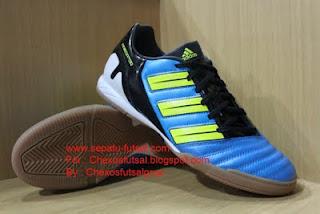 "Sirhan ""sepatu futsal"": Sepatu Adidas"
