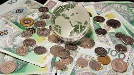 Guerra de divisas se intensifica en medio de sombríos pronósticos económicos
