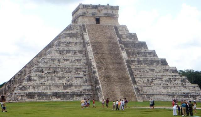 Pirámide de Kukulcán de día