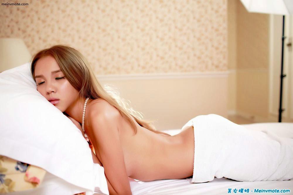 Soft mode halter bed half-naked photo