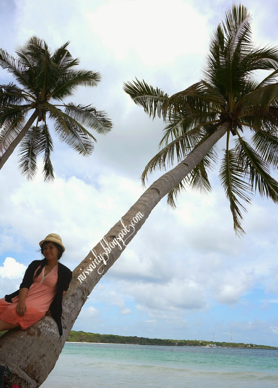 bersantai di pantai bara sulawesi selatan