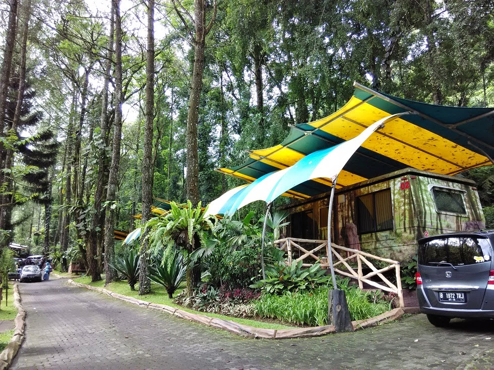 Room Caravan Taman Safari Lodge Cisarua