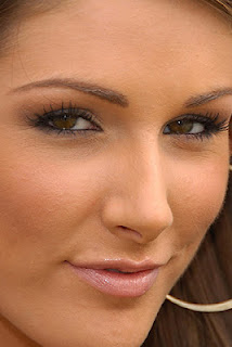 Lucy Pinder face beautiful
