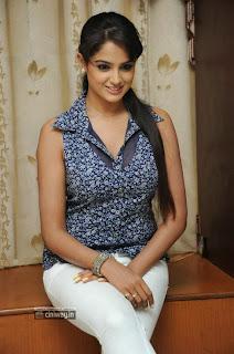 Asmitha-Sood-Stills-at-Aadu-Magaadra-Bujji-Interview