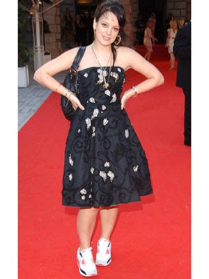 short celebrities lily allen 39 s height is 5ft 2in 157 cm. Black Bedroom Furniture Sets. Home Design Ideas