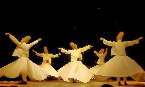 """Mevlevis o Derviches Giróvagos orden fundada por los discipulos del poeta sufí conocido como """"Rumí"""""""