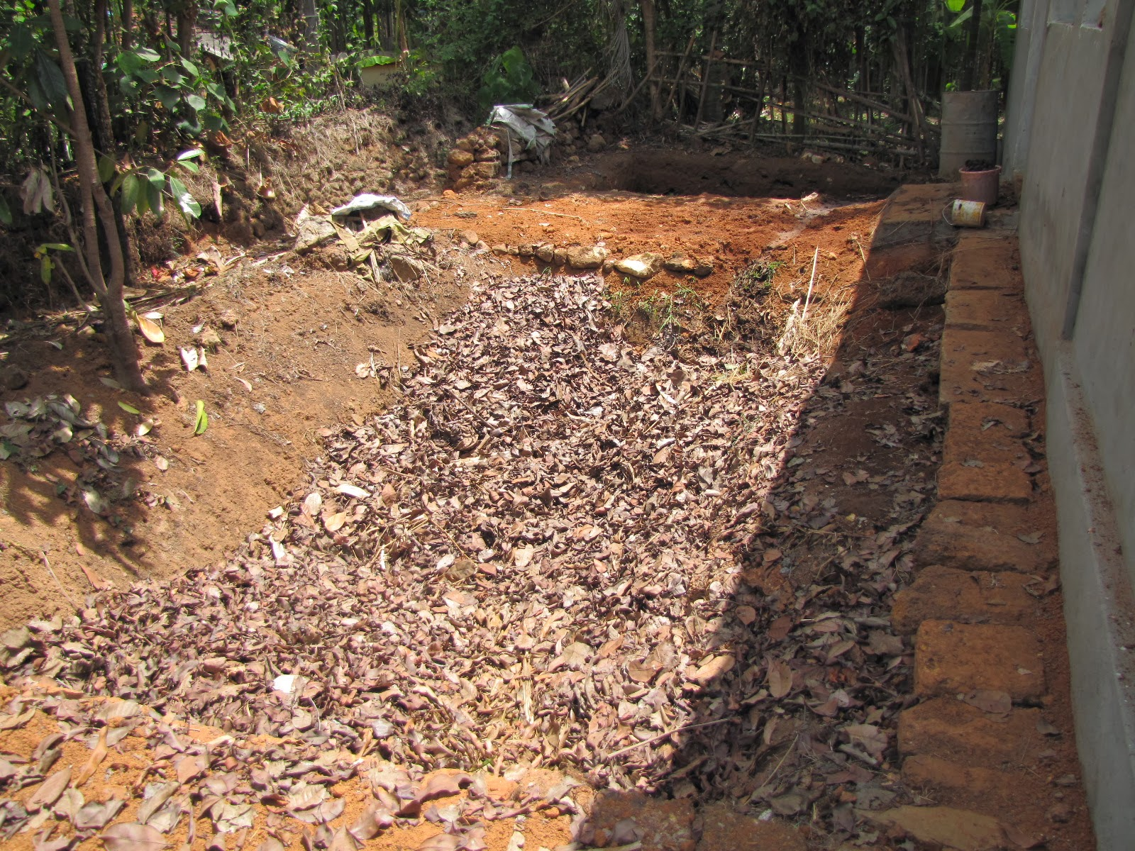 compost pit Care and maintenance of your hot compost pile bin: should be approximately 3' x 3' x 3', well ventilated, with easy access to the pile for turning with a pitch fork.