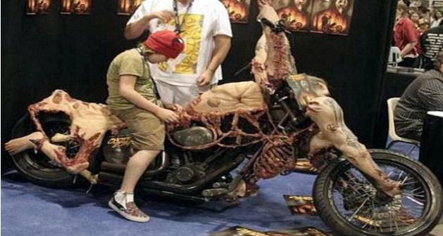 Jom Lihat Motosikal Bersalut Kulit Manusia Yang Mengerikan