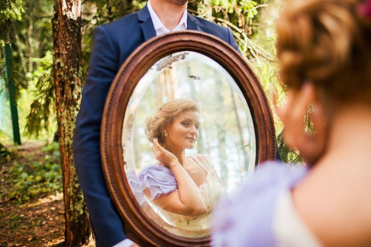 отражение невесты в зеркале