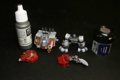 Acero Engrasado de Vallejo Model Color y Mithril Silver de Games Workshop para las luces del Dreadnought