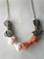 http://thelittletreasures.blogspot.mk/2015/12/yarn-bow-necklace-diy.html