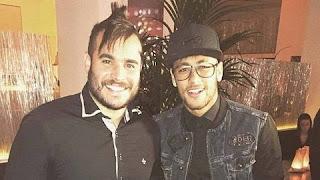 O amigo de Neymar foi flagrado em um esquema para colocar jovens nas categorias de base do Santos mediante o pagamento de uma 'taxa' de R$ 80 mil. Ele aparece nas filmagems da Record com câmera escondida cobrando propina de adolescentes que sonham em ser jogadores de futebol, cobrando de R$ 50 mil a R$ 80 mil.