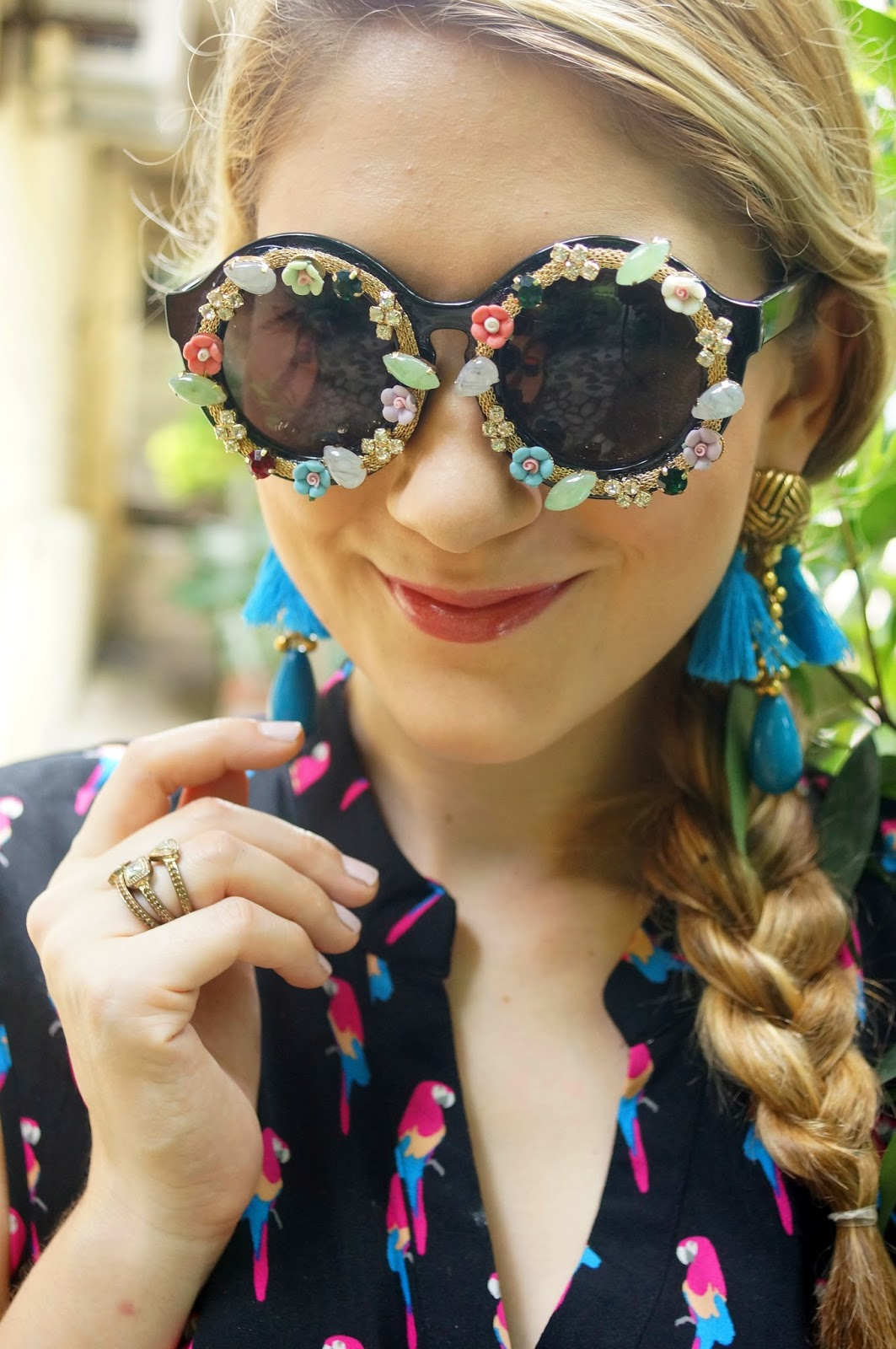 These flower sunglasses are SO cool!