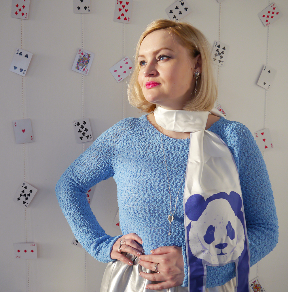 Alice in Wonderland, blue fluffy jumper, 3D heart necklace, playing cards party backdrop,  style inspiration, how to tie a hair bow, Cleo Ferin Mercury panda scarf, Scottish blogger, steampunk