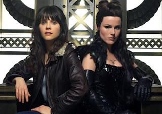 DG (Zooey Deschanel) e sua irmã Azkadellia (Kathleen Robertson), personagens da série estadunidense Tin Man - A nova geração de OZ