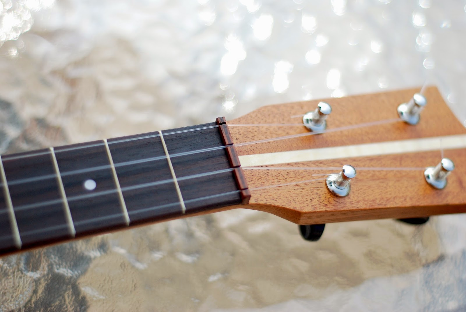 Brüko No9 Tenor Ukulele headstock