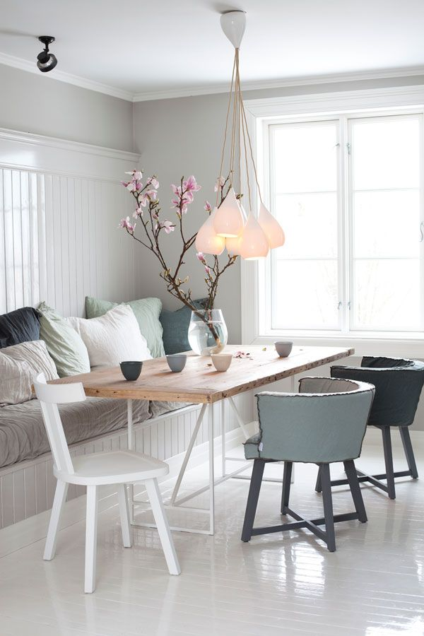 http://79ideas.org/2013/08/white-and-cozy-scandinavian-home.html#.UtAdlmTuLo0