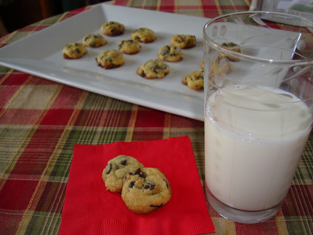 Vanilla Pudding Chocolate Chip Cookies | www.andersonandgrant.com