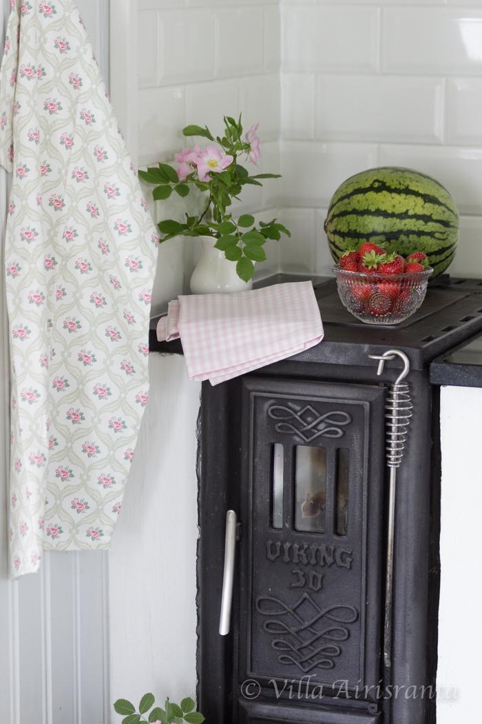 maalaisromanttinen keittiö, maalaiskeittiö, kaunis koti, puuhella