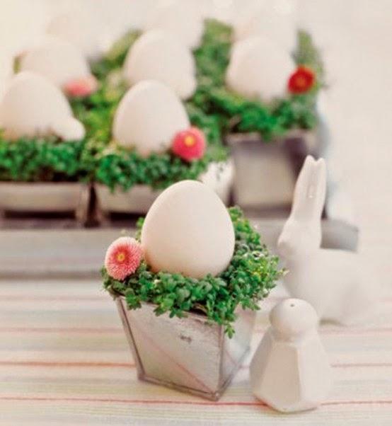 Dekoráció: Húsvéti tojások az asztalon