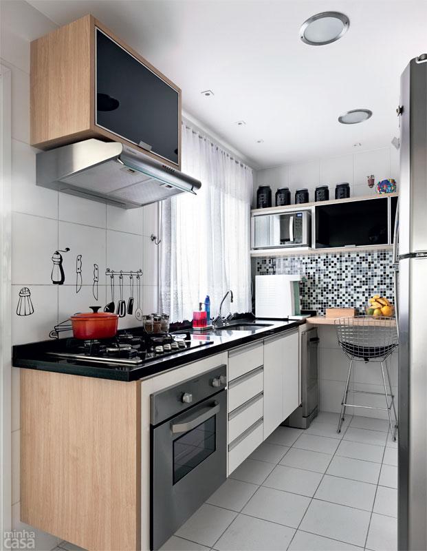 decoracao de apartamentos pequenos cozinha : decoracao de apartamentos pequenos cozinha:08-apartamento-de-105-m-repleto-de-cores-e-arranjos-de-parede.jpeg