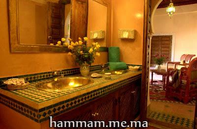 superbe salles du bain hammams en mosaque zellige marocain traditionnel les couleurs consistent dans cette collection se sont le vert et le beige encore - Salle De Bain Marocaine Traditionnelle