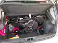 Bebek arabası bagajda