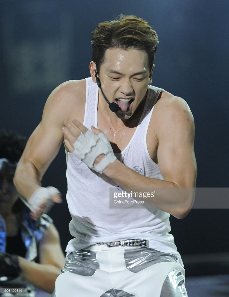 http://1.bp.blogspot.com/-F9EgrJuNWRE/VqXRKVnyvUI/AAAAAAABQu4/xrFxVyRPB40/s1600/south-korean-singer-rain-performs-onstage-during-his-concert-the-picture-id506499314.jpg