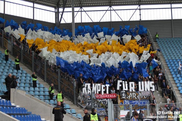 Le Mouvement en Allemagne . - Page 8 Fans_des_fc_carl_zeiss_jena_in_magdeburg_20130901_1932082516