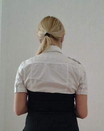 camisa-blanca-con-vestido-buena-opcion