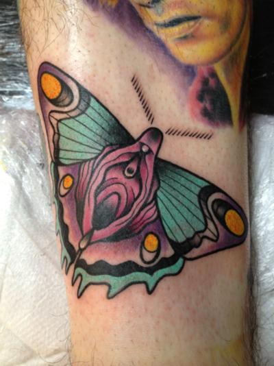 Tatuaje mariposa-vagina