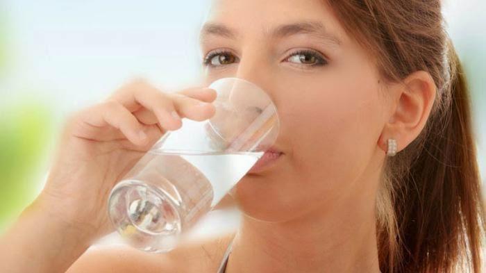 Bahaya Minum Air Putih Secara Berlebihan
