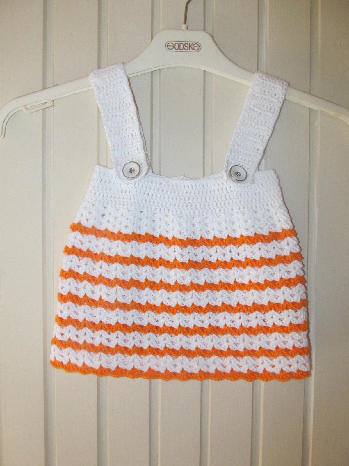 Hæklet baby kjole med stropper